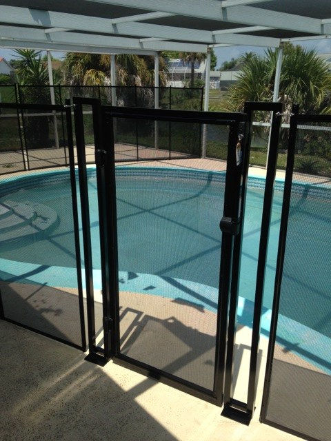 Self Latching Pool Fence Gate